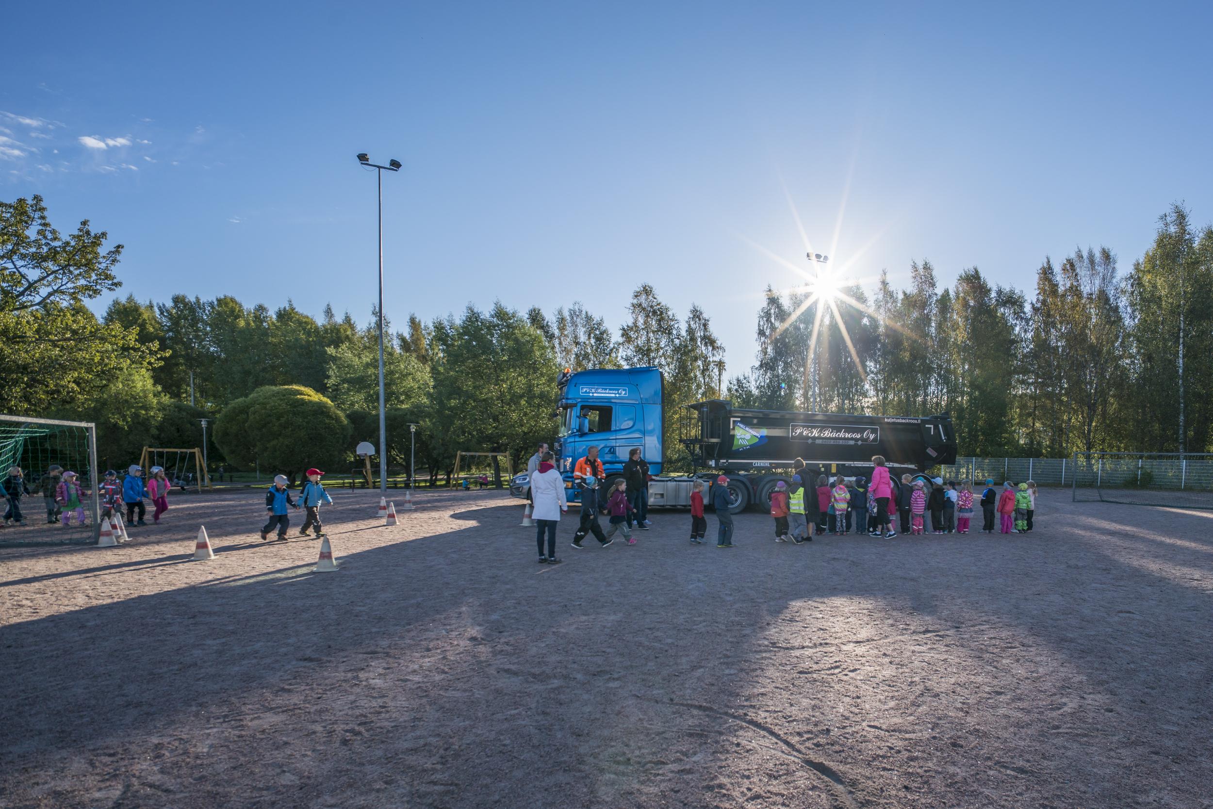 Helsingin KTK kävi kertomassa tieturvallisuudesta alakoululaisille 2016
