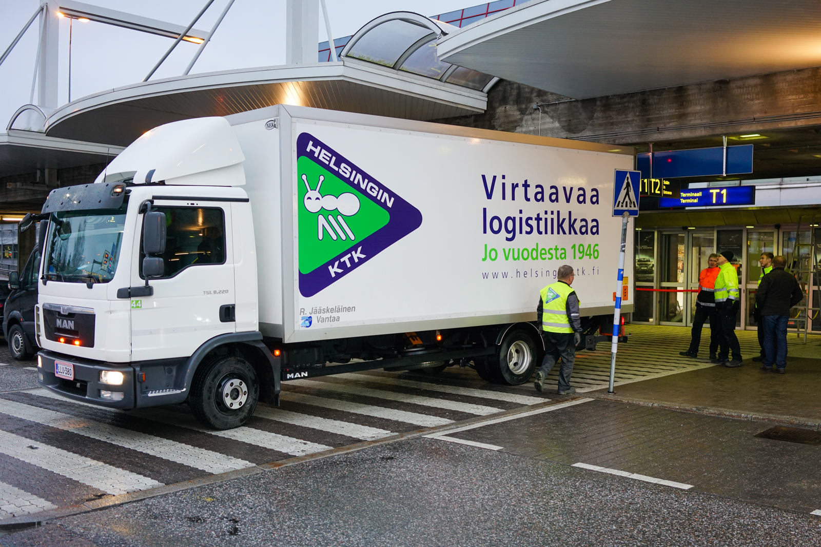 Toimitamme lippuautomaattia Helsinki-Vantaan lentokentälle.